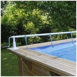 Enrouleur de bâche à bulles XTRA, accessoireindispensable pour sa piscine L'enrouleur de bâche à bulles XTRA de chez Ubbink est adapté pour les piscines à bords droit et margelles en bois, tubes tubulaires,métalliques et béton. Convient très bien pour les piscines:Piscine Linéa 500x800 Piscine Linéa 500x1100 Piscine Linéa 350x1550CaractéristiquesEnrouleur amovible Supports à visser au bord de la piscine Manivelle en aluminium et vis de blocage pour l'enrouleur Kit de huit tubs (7 x 1m05 et 1 x 0m32) adaptable à la largeur de la piscine Adaptateur pour bords de piscine avec structure tubulaire en tubes Pour piscine d'une largeur maximum de 5m55 Avec kit d'attaches permettant de fixer la bâche à l'enrouleur