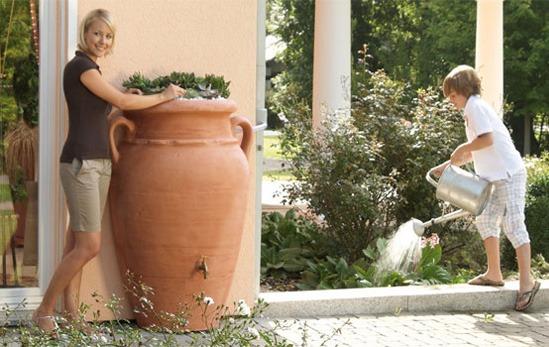 récupérateur d'eau de pluie avec bac à fleurs