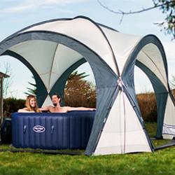 L'abri de votre piscine ou de votre spa protège des intempéries, feuilles mortes, poussières. Vous prolongez votre saison des baignades. Vous pouvez également équiper votre abri d'un filet d'ombrage contre la chaleur.