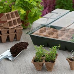 La gamme se compose de châssis, tunnels et mini-serre de cultureréalisés ou sélectionnés par des passionnés de jardinage. Forts de leur expérience de terrain, ils ont imaginé et réalisé des éléments simples et solides, réutilisables à souhait. Des équipements astucieux qui répondent aux envies des jardiniers. Les châssis et tunnel de culture sont modulables, faciles à ranger et améliorent la croissance des plants, fleurs, légumes. La mini-serre de culture est l'accessoire indispensable pour le jardinier désireux de faire les semis et le bouturage facilement et rapidement.