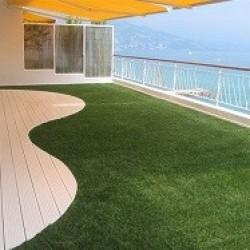 Le gazon artificiel imite parfaitement le gazon naturel et ne nécessite pas d'entretien tels que la tonte et l'arrosage. Il est très résistant aux UV et est idéal pour vos terrasses, balcons, aires de jeux ou tout simplement pour embellir vos espaces. Nos gazons artificiels sont recyclables, faciles et rapides à poser.