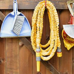 Retrouvez dans cette gamme tous nos produits de la marque Hozelock. Conçus pour durer, ces tuyaux d'arrosage sont très flexibles et adaptables à toutes types d'arrosage. Ils sont résistants aux torsions et à la chaleur. Flexibles, légers, et robustes en tous points. Si vous souhaitez un tuyau d'arrosage de qualité professionnelle, découvrez notre sélection !