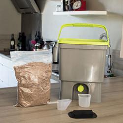 Retrouvez une large sélection de composteurs et bacs à compost spécialement conçus pour une utilisation simple. Nos composteurs sont équipés de portes latérales pour faciliter le prélèvement du compost. Ils sont simple d'utilisation et résistant aux chocs et UV.