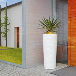 Aménagez votre extérieur ou même votre intérieur avec de magnifiques pots en résine de plastique, design et modernes ! Tous nos pots sont fabriqués à partir de matières premières 100% recyclables. Pour votre extérieur, retrouvez également notre sélection de bacs à fleurs et jardinières en pin traité, de différentes tailles et formes, pour tous types de plantes.