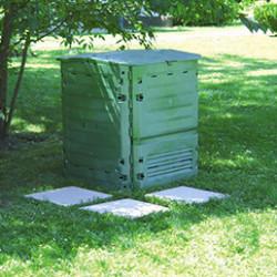 Soyez un expert du recyclage organique et créez vous même votre compost grâce à un composteur ou un bac à compost. Ils sont simples d'utilisation et résistants aux chocs et aux UV. Nos composteurs sont équipés de portes latérales pour faciliter le prélèvement du compost.
