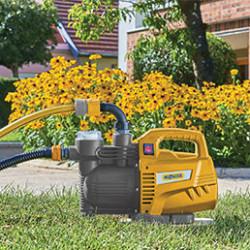 L'eau est essentielle pour entretenir votre jardin et la pompe d'arrosageou pompe immergée est un équipement primordial en été. Pratique et économique, la pompe d'arrosage de surfaceou pompe immergée permet d'utiliser l'eau de pluie ou les eaux grises pour arroser son jardin. Prêt à l'emploi à tout moment, la pompe de surface est l'outil parfait pour créer un système d'arrosage à proximité d'un point d'eau. La pompe immergéea été conçue pour aller puiser l'eau dans les puits et les forages. Vous pourrez ainsi alimenter votre habitation en eau, évacuervos eaux usées vers un collecteur ou encore arroservotre jardin depuis un bassin.