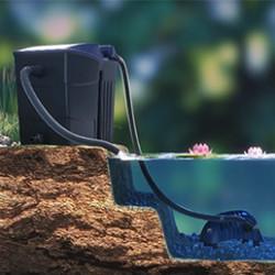 Vous souhaitez aménager un bassin dans votre jardin ? Pour cela vous aurez besoin de plusieurs éléments : une bâche ou un bac de rétention pour le fond, un feutre géotextile, une cascade, … Mais, l'élément principal sera la pompe pour bassin filtrante. En effet, la pompe pour bassin est indispensable pour aérer l'eau et la recycler à travers un filtre, mais également pour alimenter une éventuelle fontaine ou cascade.Pour bien choisir votre pompe pour bassin il faut prendre en compte le volume d'eau du bassin destiné à l'accueillir, la puissance du jet désiré, et le rôle qu'elle aura à jouer. En effet, pour une pompe de bassin filtrante, la granulométrie sera importante (au moins 10 millimètres) mais pour une pompe de cascade il faudra surtout faire attention à la hauteur de refoulement. Quoi qu'il en soit, le critère principal devra être le débit de la pompe pour bassin : il faudra qu'elle soit en capacité de pompé l'intégralité du volume du bassin en 3 heures maximum.Parcourez notre catégorie et trouvez la pompe pour bassin correspondant à votre projet. Nous disposons d'une offre étendue de produits de qualité professionnelle pour toutes les utilisations.