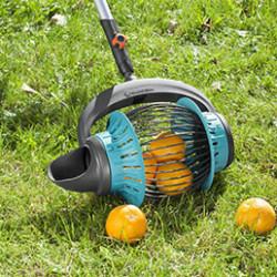 Pratiques et rapides, les ramasses fruits sont la solution pour jardiner confortablement. Économisez vos efforts grâce à notre sélection de produits adaptés pour tous et pour tous les fruits. Vous pourrez ainsi ramasser les fruits tombés dans votre jardin, même dans les zones difficiles d'accès.