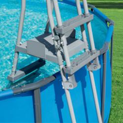 Découvrezune sélection d'échelles piscines qui s'adapte le mieux à votre piscine hors-sol. D'une conception robuste, elles disposent d'unesécurité renforcée et d'une plateforme centrale pour faciliter l'accès à la piscine.