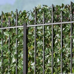 Pour habiller les murs de votre maison ou vos palissades, grillages et autres murets, vous pouvez utiliser un treillis extensible. Le treillage est une technique utilisant un support (le fameux treillis extensible) afin de permettre à une plante grimpante de se développer. Les haies végétales réalisées ainsi peuvent également servir à masquer un endroit de votre jardin, pour en faire un petit cocon isolé du monde extérieur. Comme leur nom l'indique, nos treillis extensibles peuvent s'étirer en longueur ou en largeur afin de s'adapter à vos plantes ainsi qu'aux surfaces et espaces à verdir.Si vous pouvez faire l'acquisition d'un treillis extensible nu sur lequel vous pourrez faire pousser les plantes de vos choix, vous pouvez aussi faire le choix d'une version végétalisée artificiellement. De cette manière, quelle que soit la saison ou votre lieu d'habitation, votre mur sera toujours habillé de plantes vertes. Vous pouvez par exemple faire le choix d'un treillis extensible feuilles de lierre, ou d'un treillis extensible feuilles de rosier. Vous trouverez également un modèle fleuri : notre treillis extensible imitation feuilles de bougainvilliers est parsemé de fleurs.